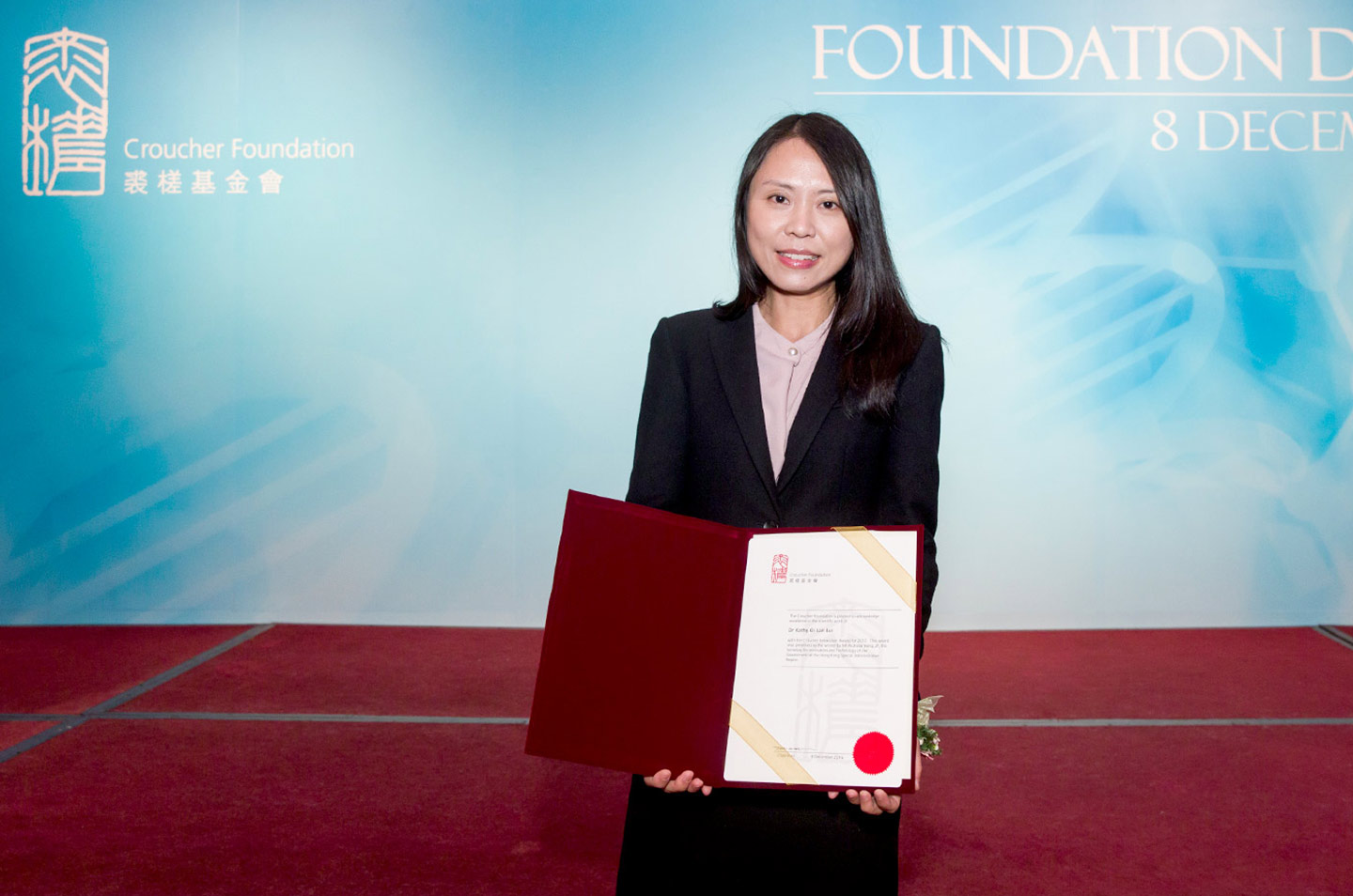 Professor Lui receives the Croucher Innovation Award 2017, for her distinguished accomplishment in the international scientific community