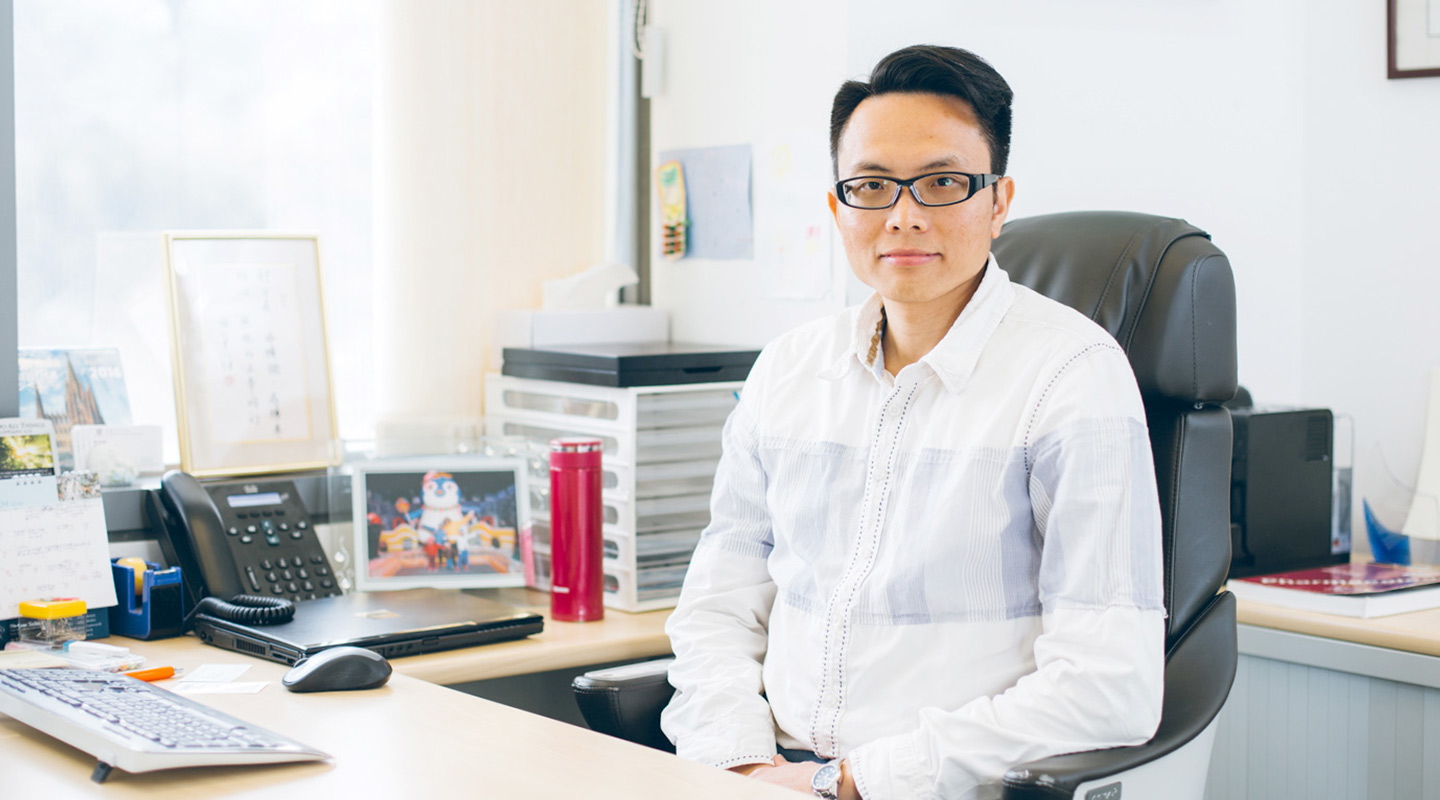 Prof. Alfred Cheng guides Professor Yip in his work by identifying which genes are specific to liver cancer