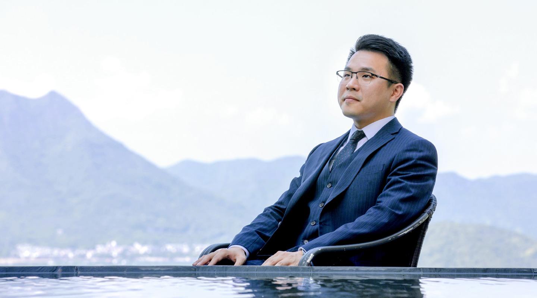 陈浩庭认为,人生遭遇逆境时,放下个人得失,也许会有新的局面产生