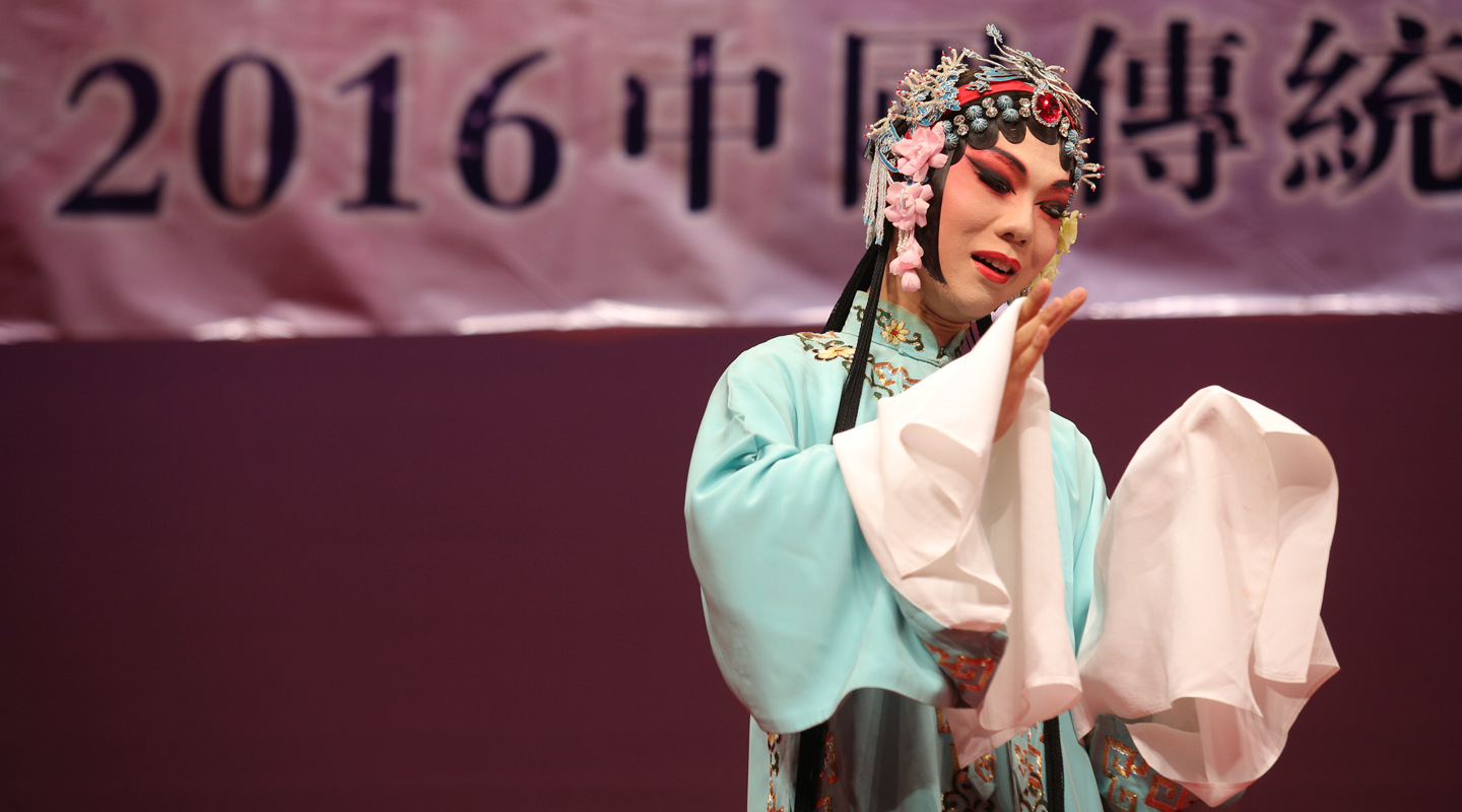 Student of the course perform in the '<em>Cha Zi Yan Hong</em>—Traditional Chinese Operatic Arts Promotion Tour'
