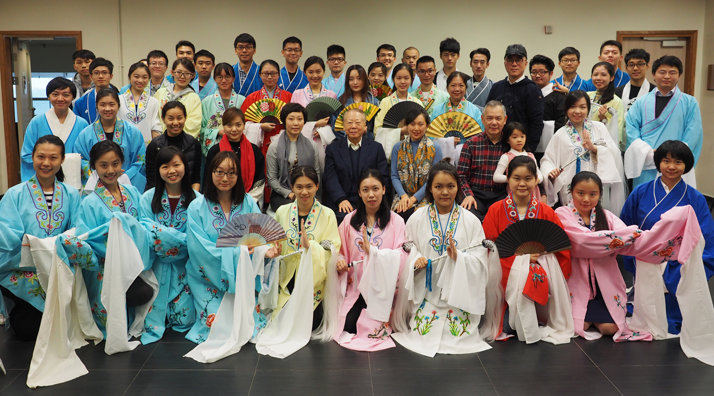 Class of fall 2017. In the 2nd row, 3rd to 8th from left are College Development Officer Ms. Eunice Lee, Kunqu instructor Ms. Shi Xiaojun, director of training and performance of the Shanghai Theatre Academy Ms. Han Tingting, College Patron Dr. Lee Woo-sing, Peking opera instructor Ms. Zheng Shuang and Associate Master of the College Prof. Yam Yeung