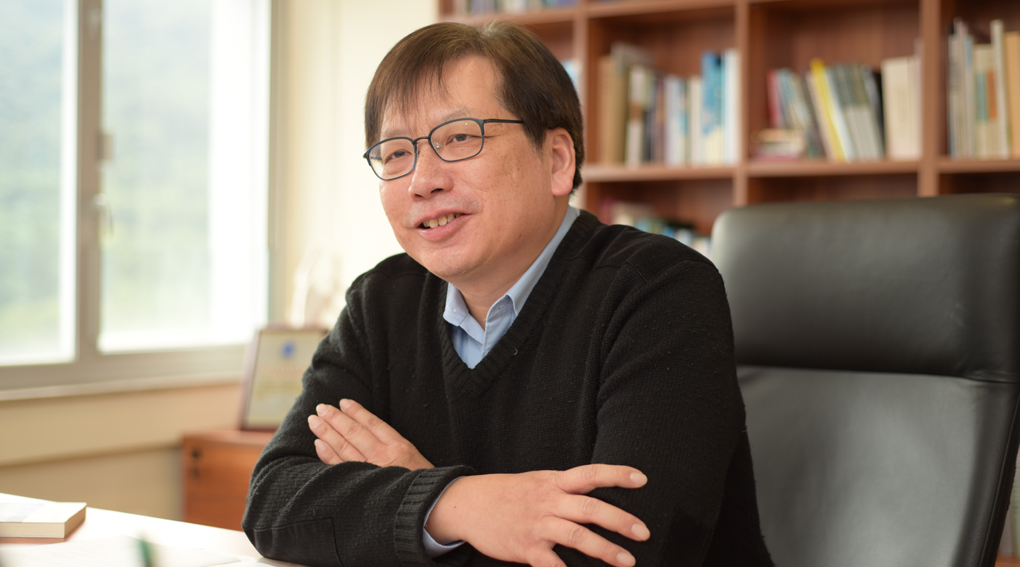 Professor Ho believes reading literature is the very key to enhancing language proficiency