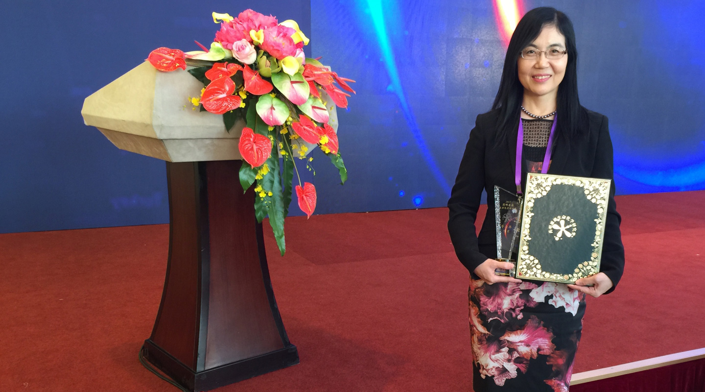 Prof. Yu Jun won Scholar Award of the 11th WuXi PharmaTech Life Science and Chemistry Awards in 2017 for her accomplishment in molecular mechanisms research and treatment of gastrointestinal cancers