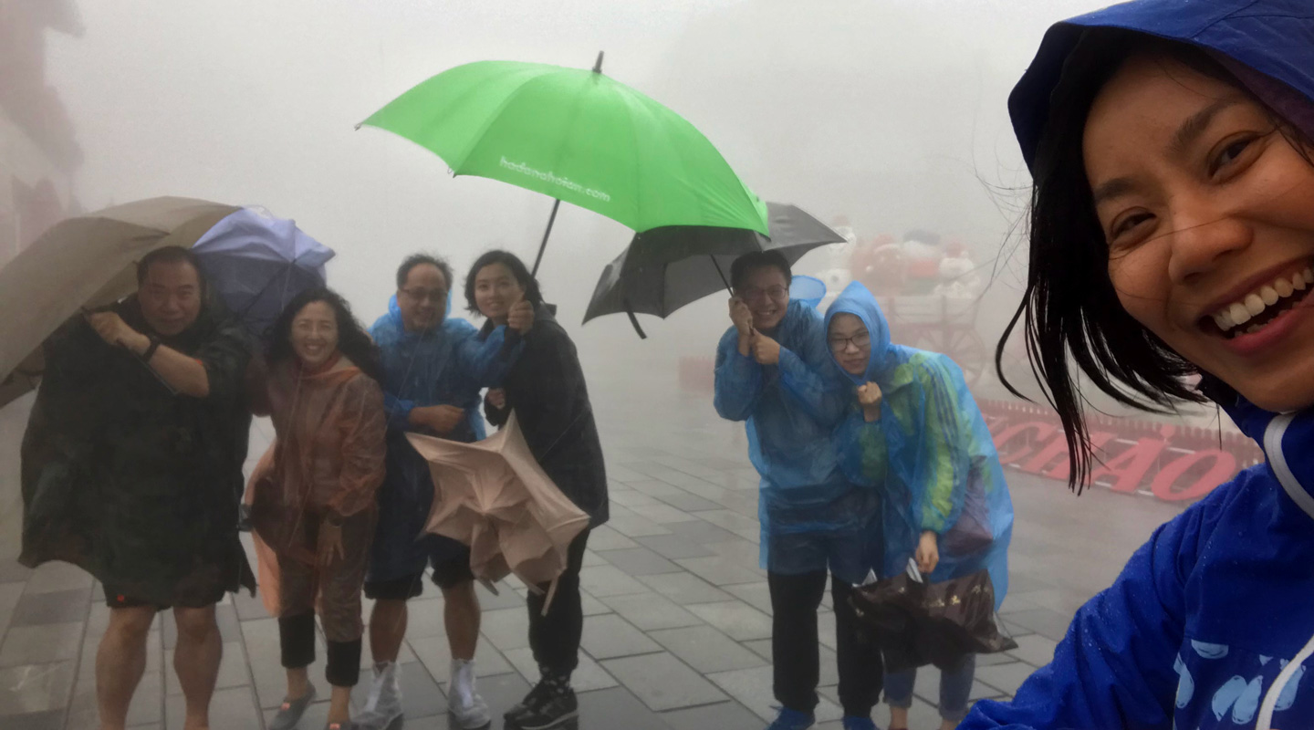 Fifteen College members go on a vacation in Vietnam for four days, during which they weather the storm in high spirits