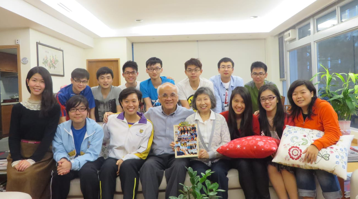 Rachel Leung (3rd left, front row) with Prof. Samuel S.M. Sun and his wife (4th and 5th left, front row) as well as students of S.H. Ho College <em>(courtesy of Rachel Leung) </em>