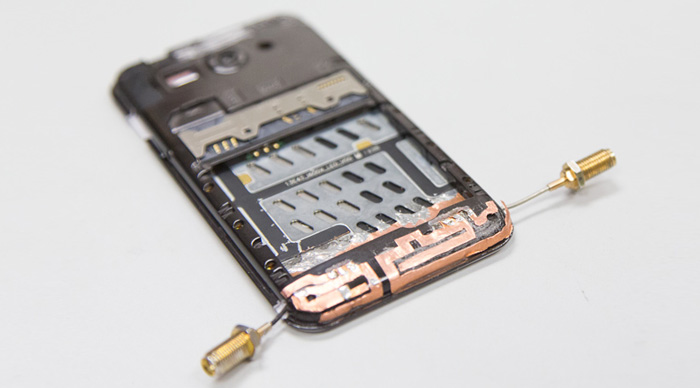 The prototype of testing CRDN in a smart phone with dual antennas