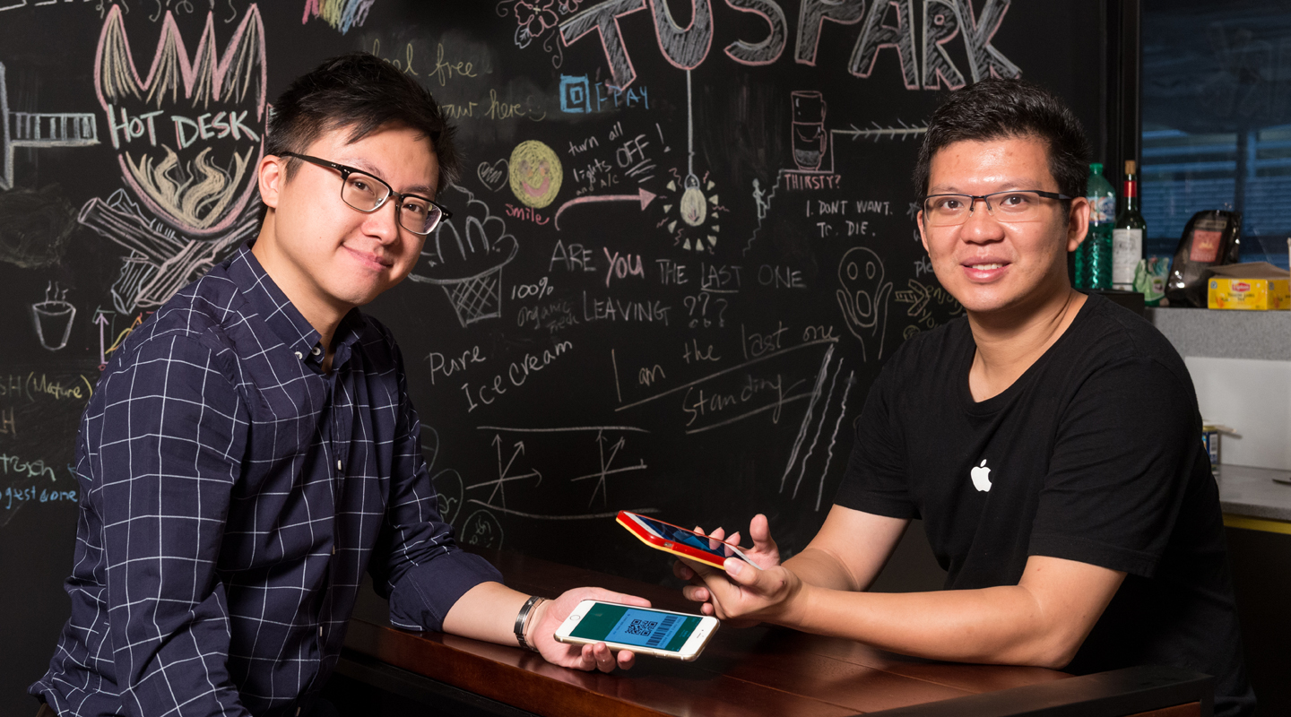 Tim Lee makes a foray into Hong Kong's mobile payment market with Will Leung <em>(left)</em>, co-founder of Qfpay Overseas