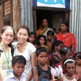 敬文书院与仁人学社合办孟加拉社企考察之旅,安排该院两名学生于2013年6月到访尤努斯中心,了解发展中国家的社企运作。此外,亦成立了敬文书院服务队,透过各式暑期活动帮助在低收入家庭成长、成绩稍逊的本地中学生,建立自信,发挥所长。其他课外活动包括电影之夜、国际演讲学会、社交英语工作坊、箭艺和高尔夫球同乐日、瑜伽班、太极班、划艇赛、五人足球赛、水运会等。