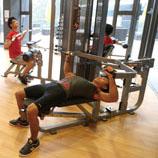 敬文书院设有健身室,学生锻炼体魄无需外求。