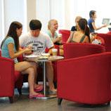 在晨兴书院的Caffé Liscio,可独处一隅,静思课业,筹划人生,也可与三数同学谈天说地,切磋砥砺。