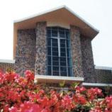 崇基礼拜堂是该院的地标之一,是举办大型活动的场所,如主日崇拜、周会、入学礼、毕业礼、校庆感恩崇拜及音乐会等,也供校友举行婚礼。
