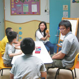 为让学生了解弱势社群的需要,以及如何以己所学服务社群,贡献社会,崇基学院设立服务学习计划(2014年正式成立服务学习中心),其中一项为帮助发展迟缓及有行为问题的儿童,由学生为这些儿童设计不同的学习活动。